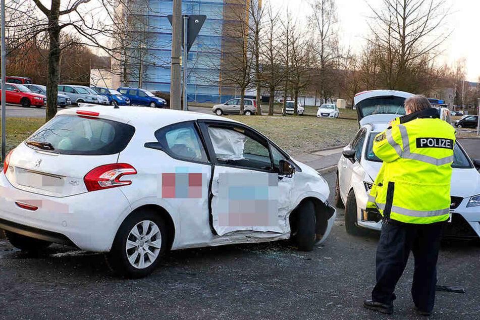 Der Peugeot wurde noch gegen einen Seat geschleudert.