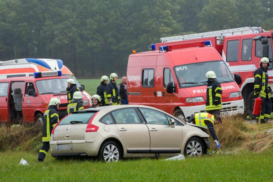 21 Feuerwehrleute waren nach dem schweren Unfall im Einsatz.