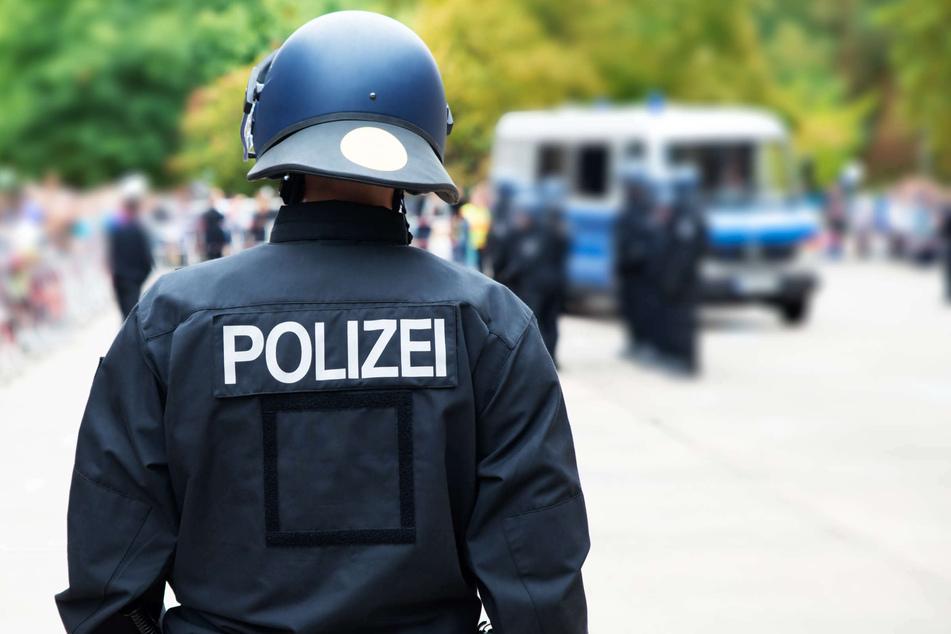 Antisemitische Demo in Gelsenkirchen: Polizei veröffentlicht Fotos von Verdächtigen