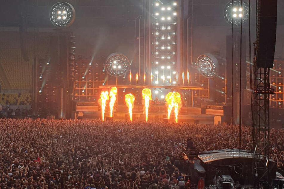 Laut und feurig. Die Rammstein-Show in Dresden begeistert die Fans.