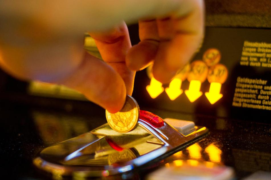 Die Mitarbeiter der Pizzeria sollen den Glückspilz mit Stockschlägen aus dem Lokal getrieben haben. (Symbolbild)