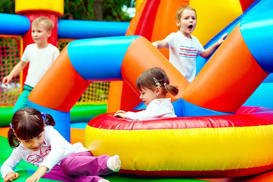 Am Samstag vergnügten sich die Kinder auf Hüpfburgen (Symbolbild).