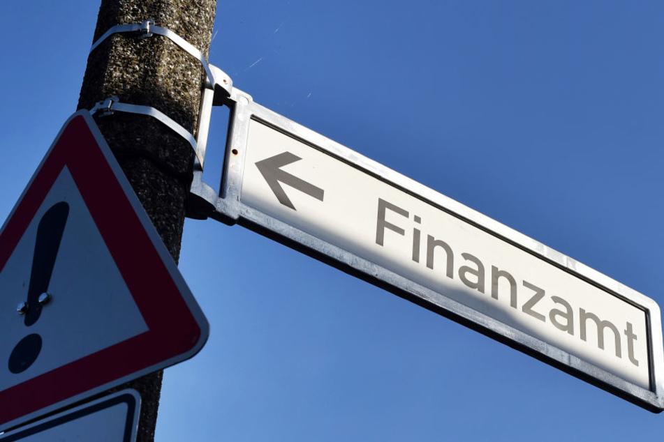 Bis auf Weiteres hat die Leiterin des Finanzamts Jena Hausverbot. (Symbolbild)