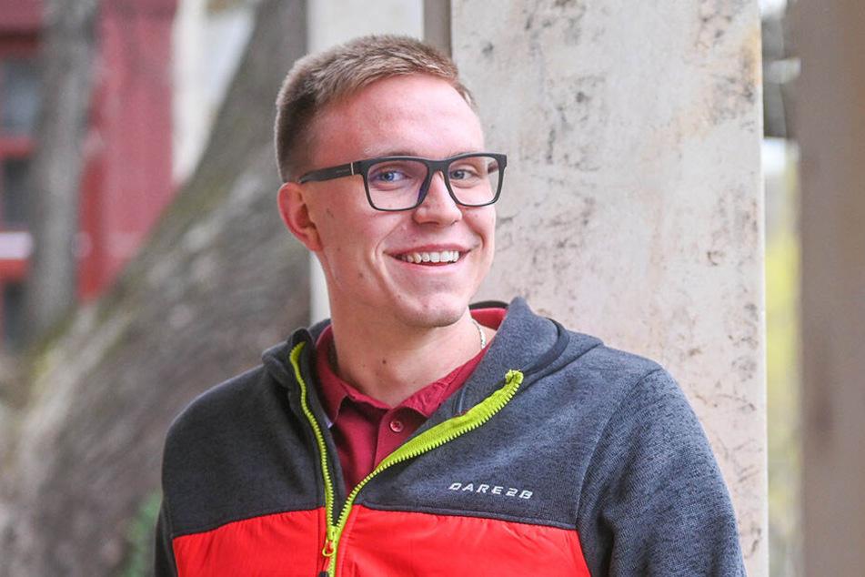 """Heute strahlt er vor Glück: Ex-Krebspatient Julian Mildner (19). Es sagt: """"Mir wurde erst spät klar, wie schwer krank ich war."""""""