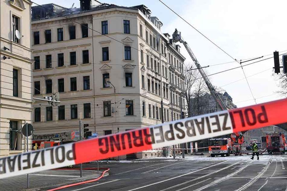 Auch am Samstag gehen die Ermittlungen nach dem schlimmen Brand in der Wurzner Straße weiter.