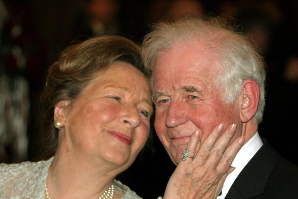 Kurt Biedenkopf und seine Ehefrau Ingrid verbindet eine innige Liebe. Diese Aufnahme entstand 2007 auf dem Semperopernball in Dresden.