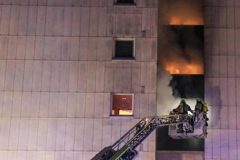 Inferno im Hochhaus: Hat der Feuerteufel wieder zugeschlagen?