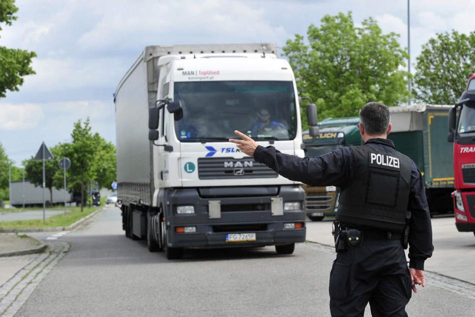 Polizeikontrolle: Am Rastplatz Auerswalder Blick ging es um manipulierte Abgaswerte.