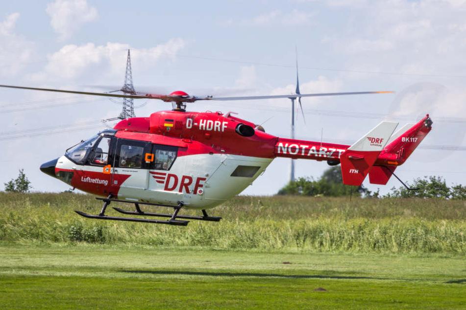 Ein Notarzt eilte per Rettungshubschrauber zur Unfallstelle (Symbolbild).