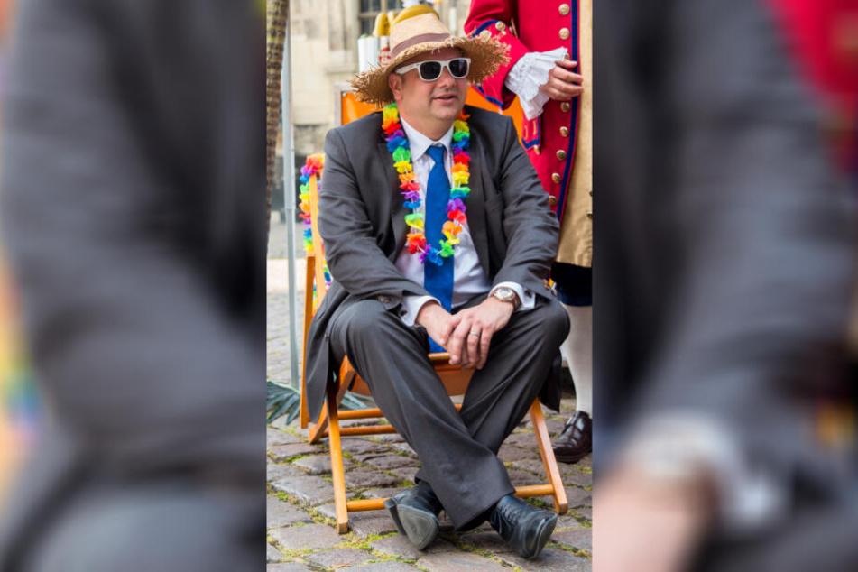 """Ein """"Party-OB"""" auf """"sogenannter Dienstreise"""": Dirk Hilberts (48, FDP) Dienstreisen stehen in der Kritik."""