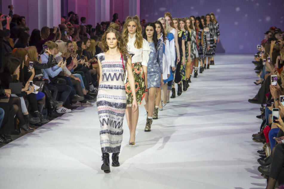 Auf einer Fashionshow in Moskau ging es auf den Zuschauerplätzen heiß her. (Symbolbild)