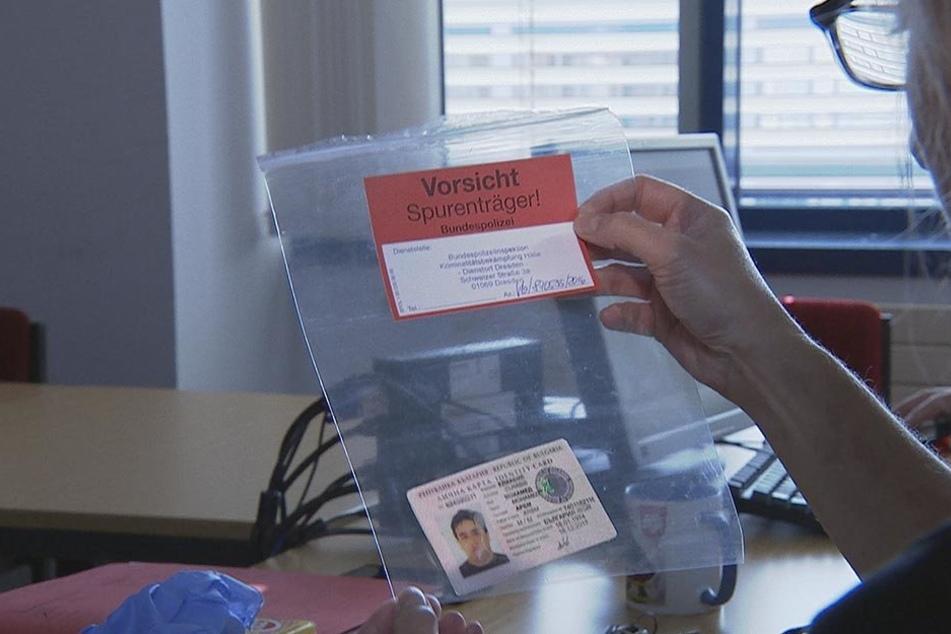 Bis zu 8000 Euro zahlen Flüchtlinge für gefälschte Dokumente. Peter Escher dokumentiert die Jagd auf Schleuserbanden