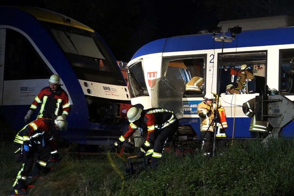 Schweres Zugunglück in Bayern: Polizei meldet zwei Tote!