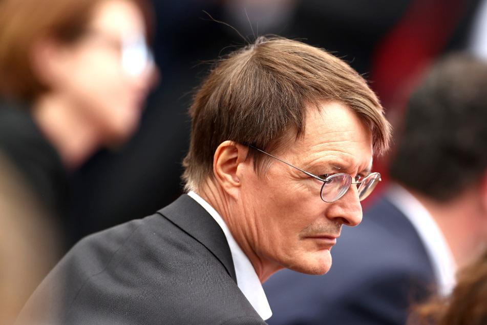 Karl Lauterbach (58, SPD) überrascht die Aussage von Gesundheitsminister Jens Spahn (41, CDU). Der Experte fordert eine Ersatzregelung.