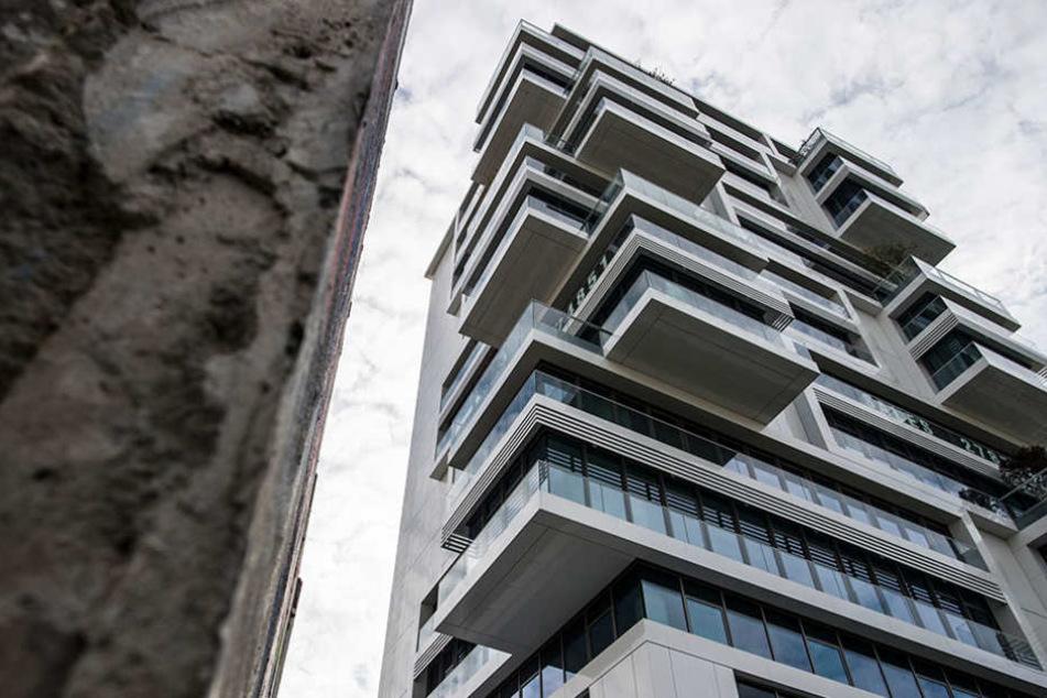 "An der East Side Gallery entstand der Wohnturm ""Living Levels"" bereits 2015."