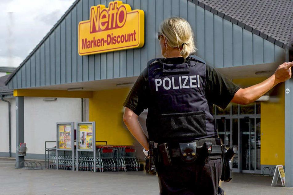 Polizei sucht Zeugen! Rollstuhlfahrer mit fieser Masche ausgeraubt