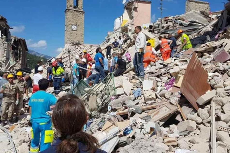 Neun Menschen kamen bei einem Erdbeben in Nordwestchina ums Leben. Die Erdstöße hinterließen eine Spur der Verwüstung. (Symbolbild)