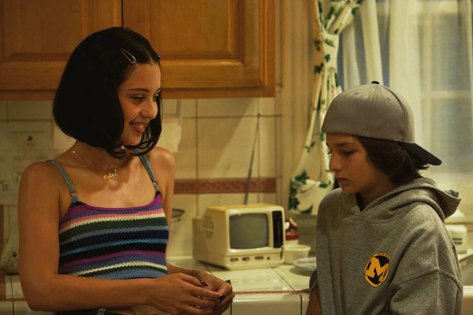 Estee (l., Alexa Demie) lernt Stevie (r., Sunny Suljic) auf einer Homeparty kennen.