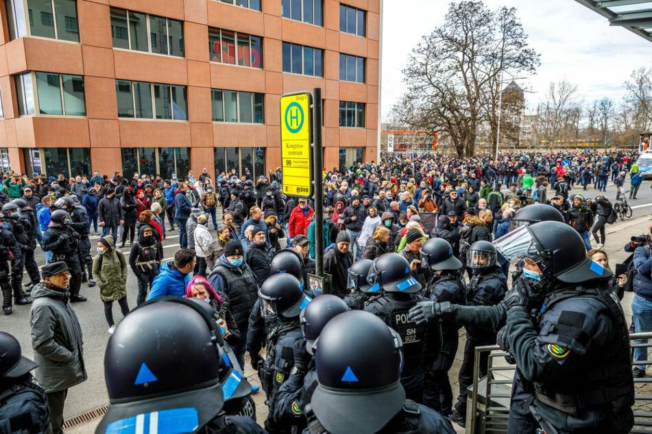 """Trotz Demo-Verbots für """"Querdenker"""": Lässt sich Dresden am Samstag wieder überrumpeln?"""