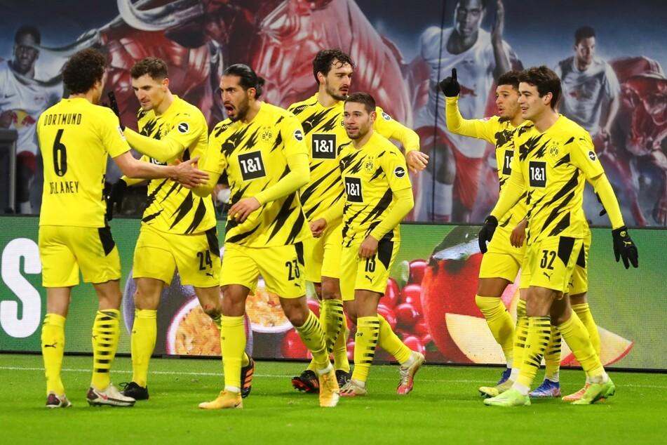 Jadon Sancho (2.v.r.) brachte Borussia Dortmund mit 1:0 Führung.