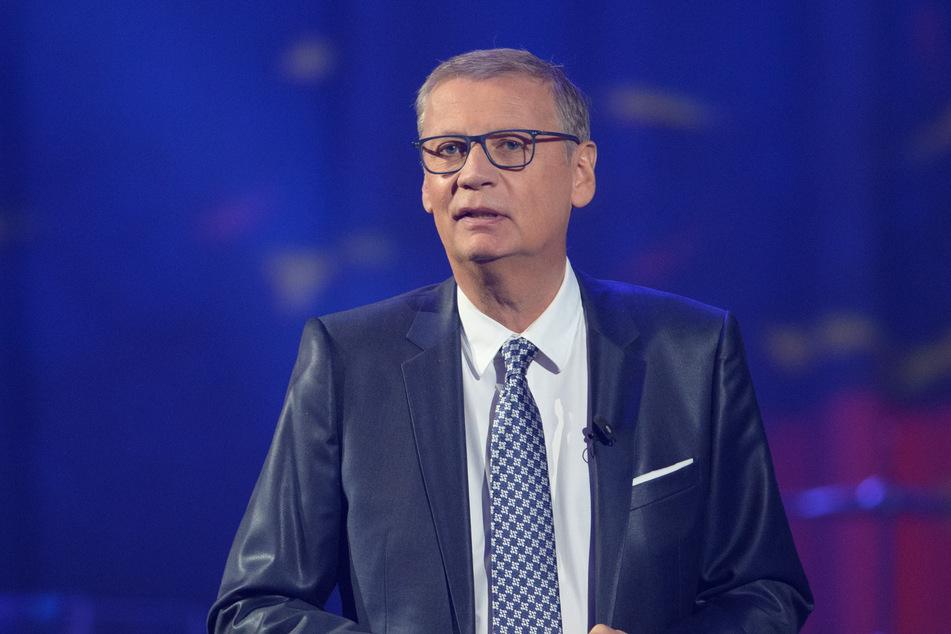 Der beliebte Fernsehmoderator Günther Jauch (64) hat sich mit dem Coronavirus infiziert.
