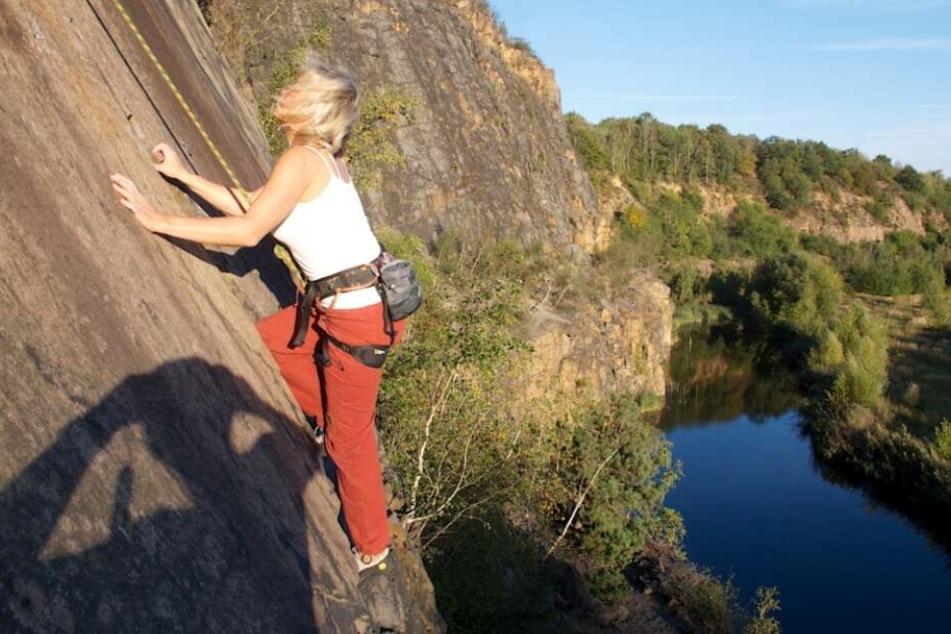 Auch bei Kletterern ist das Gebiet samt mitteldeutschlands höchster Felswand sehr beliebt.