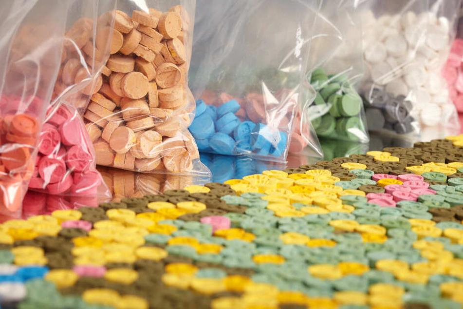 Die Zöllner fanden 30 Kilo synthetische Drogen in einem Auto. (Symbolbild)