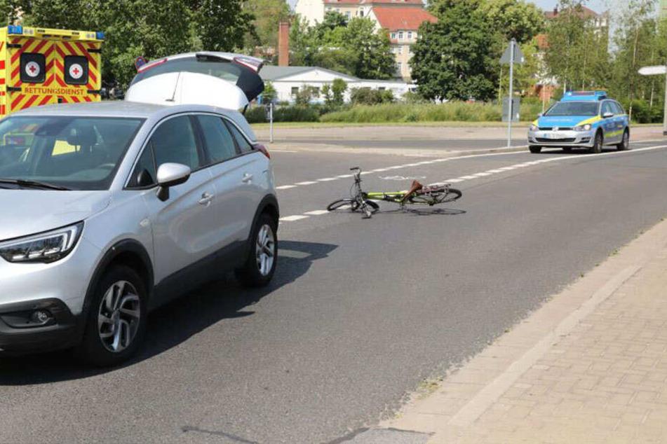 Am Ebertplatz in Dresden-Löbtau ist am Mittwochvormittag ein Auto mit einem Fahrrad zusammengestoßen.