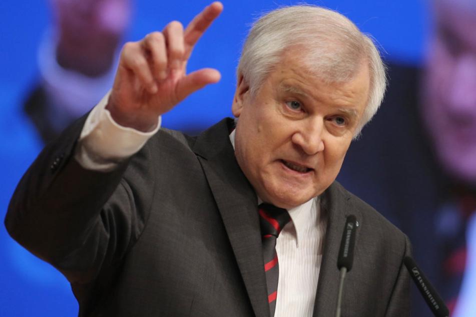 Seehofer will nach Wahlsieg auf jeden Fall Obergrenze für Flüchtlinge