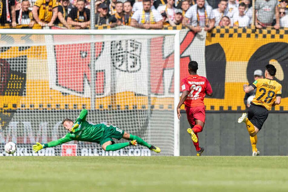 Eines seiner drei Tore: Baris Atik (r.) erzielt hier das 2:1 für Dynamo.