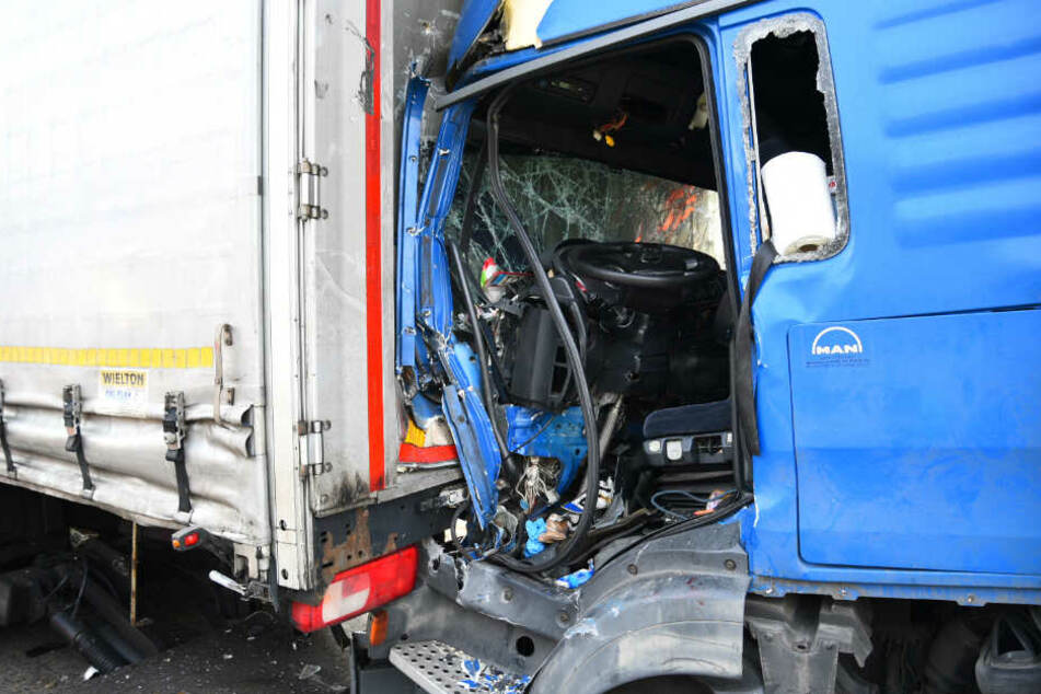 Schwerer Lkw-Unfall auf der A6: Mann ist inzwischen außer Lebensgefahr