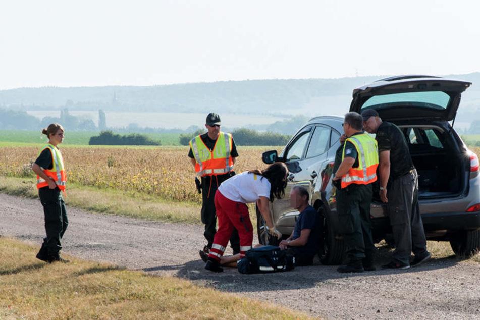 Nach dem Unfall wurde der Falschfahrer von Rettungskräften betreut.