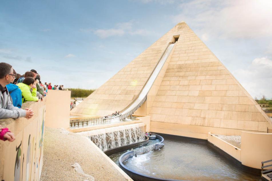 """Die Wildwasserfahrt """"Fluch des Pharao"""" aus Europas größter Pyramide ist eine der Hauptattraktionen des Freizeitparks."""