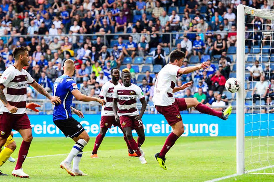 Knapp daneben ist auch vorbei! Gegen Bielefeld war Jannis Nikolaou nah dran an seinem ersten Saisontor. In der Schlussphase traf er das leere Tor nicht, sondern nur den Pfosten.