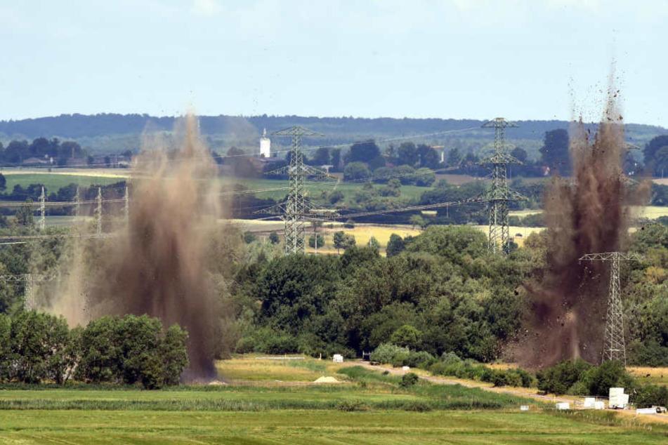 Das Bild zeigt die Sprengung von Weltkriegsbomben im Siebendörfer Moor.