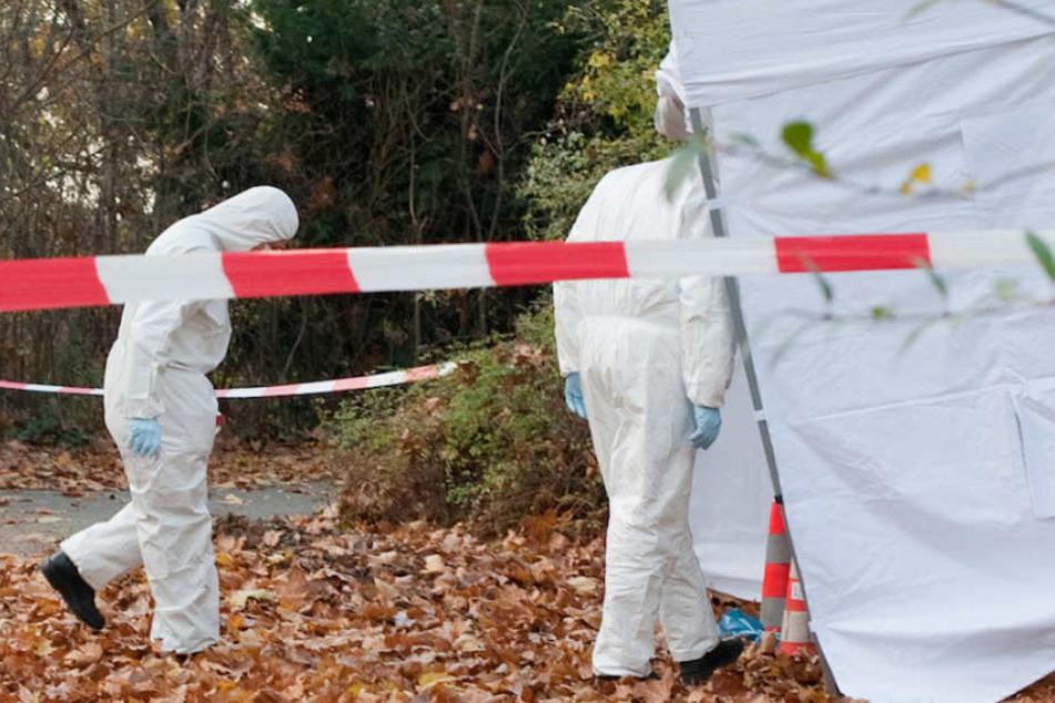 Die Spurensicherung der Berliner Polizei am Tatort eines Mordes. (Symbolbild)
