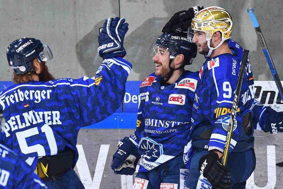 Torjubel bei den Dresdnern. Die Eislöwen gewannen 4:1.