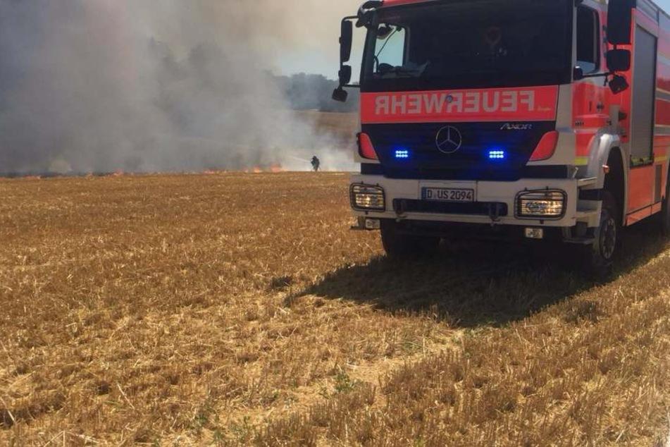 Die Feuerwehr rückte mit mehreren Fahrzeugen an.