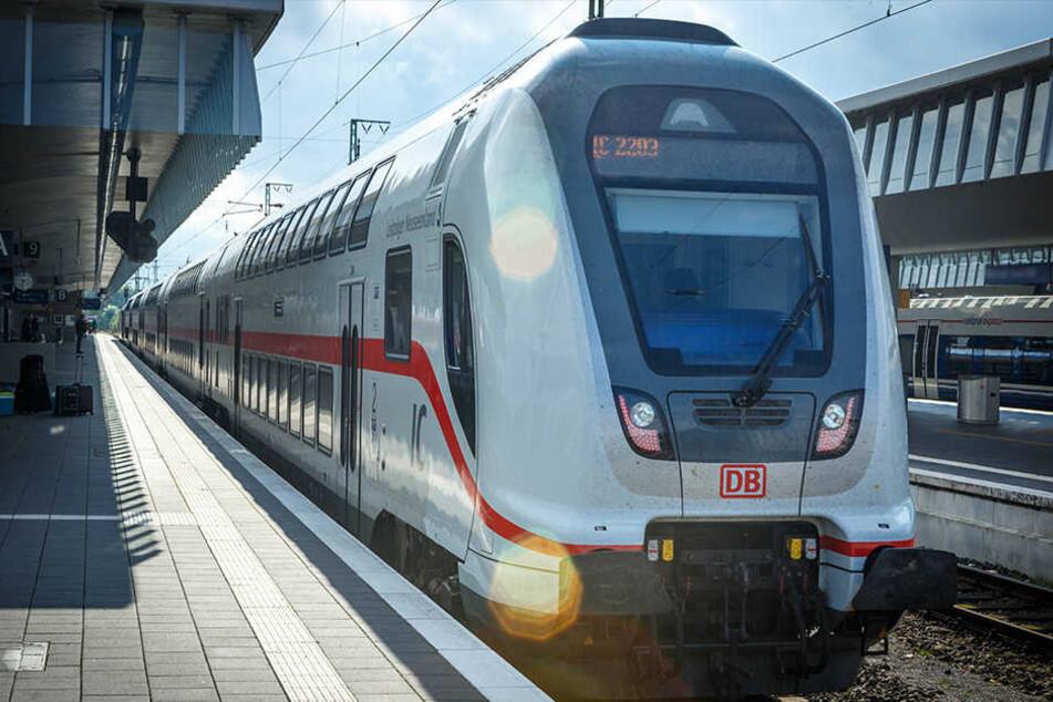 In den neuen Doppelstock-Zügen wurde einem schlecht. Damit soll jetzt Schluss sein. (Symbolbild)