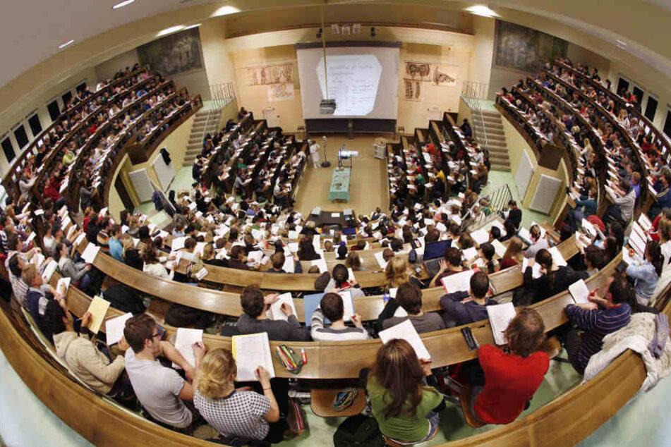 Immer weniger hessische Studenten erhalten BAföG.