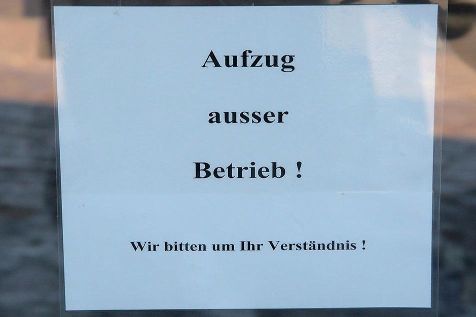 """""""Außer Betrieb!"""" Von den potentiellen Meißner Aufzugspassagieren wird derzeit viel """"Verständnis"""" gefordert."""