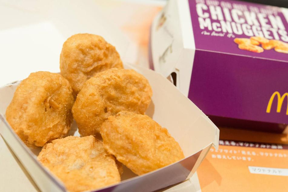 Was steckt wirklich in den beliebten Chicken McNuggets?