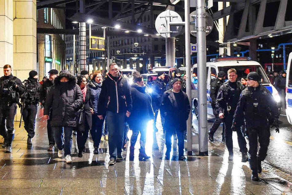 Rene Jahn (52) wollte mit einer Hand voll Anhängern durch die Stadt spazieren.
