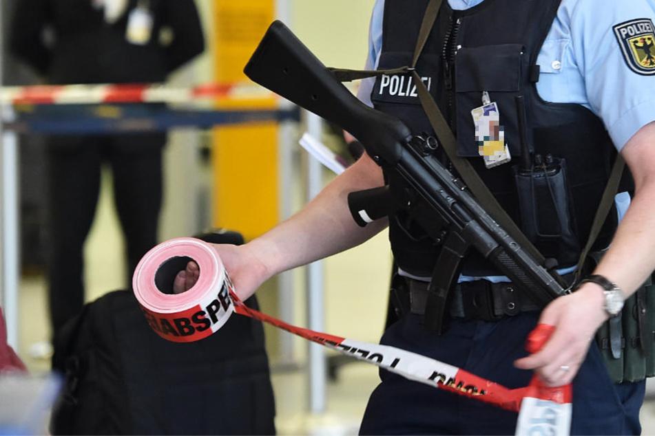Ein Übergangsbereich am Frankfurter Flughafen wurde von der Bundespolizei gesperrt (Symbolbild).