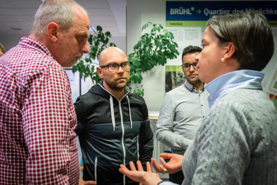 OB-Kandidatin Almut Patt (51, CDU, r.) und Detlef Müller (55, SPD, l.) tauschten sich im Brühlbüro mit Unternehmer Volker Beyer (44) aus.