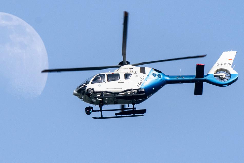 Die Polizei suchte mit einem Hubschrauber nach den Dieben, allerdings ohne Erfolg. (Symbolbild)