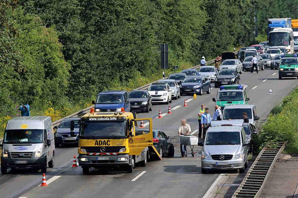Unfälle ziehen immer wieder Gaffer an. Sachsen will, dass auch tote Opfer besser geschützt werden.