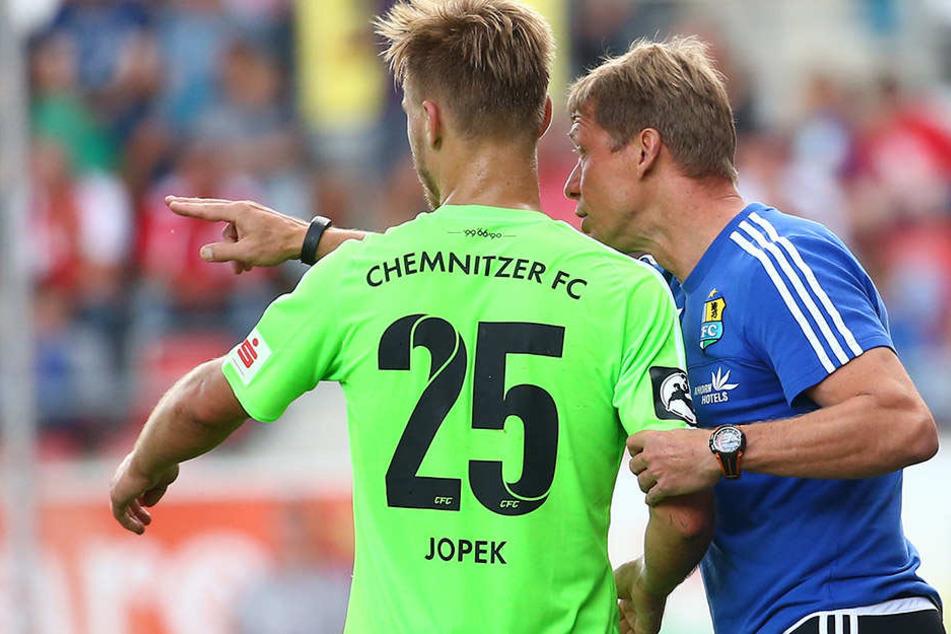 Björn Jopek war zwei Mal in der  Startelf, gegen Frankfurt saß er draußen. Trainer Sven Köhler (r.) schenkte  Jamil Dem das Vertrauen.