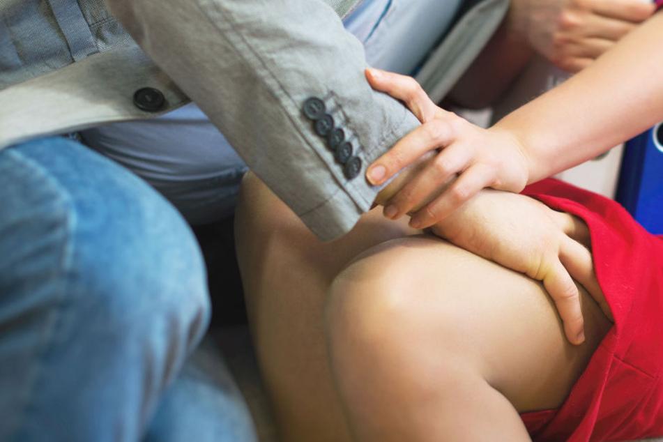 Der Mann belästigte die Frau mitten in einem Linienbus. (Symbolbild)