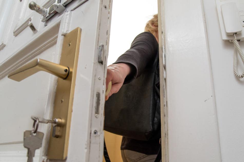 Schneller passiert, als man denkt! Schlüssel stecken gelassen, Tür zu, schon steckt man in der Misere. (Symbolbild)